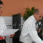 DÂMBOVIŢA: Absolvenţii de 10 şi-au primit banii promişi de Guvern