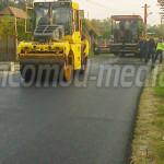 DÂMBOVIŢA: Edilii din Voineşti bifează ultima asfaltare a anului 2015