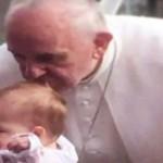 UIMITOR! Sărutul Papei Francisc vindecă tumoarea inoperabilă a unei co...