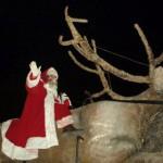SURPRIZĂ : Moş Crăciun a sosit la Târgovişte călare pe un ren imens