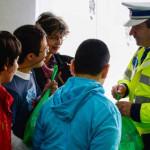 ARGEŞ: Poliţiştii au împărţit daruri copiilor din Centrul