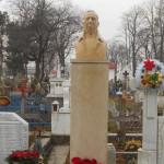 IN MEMORIAM: Bustul lui Nae Lăzărescu, dăltuit de sculptorul târgovişt...
