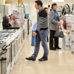 SONDAJ: 80% dintre români vor să cumpere produse aflate la promoţie de...