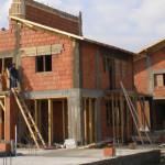 STATISTICĂ: Dâmboviţenii sunt săraci, dar în judeţ se construieşte mul...