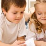STUDIU: Copiii care vorbesc mai multe limbi îi în ţeleg mai bine pe ce...