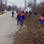 DÂMBOVIŢA: Tinerii UNPR, acţiuni de ecologizare în localităţile din ju...