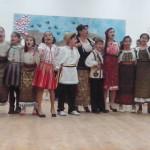 EMOŢIONANT: Copiii din comuna Gura Ocniţei, în spectacol pentru mame, ...