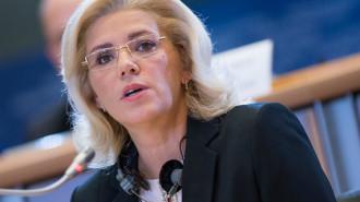Corina Creţu - comisarul european  pentru politică regională (Sursa foto: www.euractiv.com)