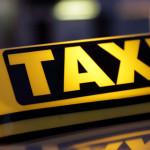 PRAHOVA: A coborît din taxi să-şi cumpere ţigări şi a rămas fără patru...