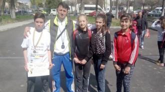 Gabriel Chiran, alături de antrenorul Mihai Prodan şi restul echipei