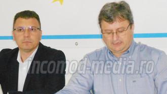 Ionel Petre - preşedinte executiv ALDE Dâmboviţa (stânga) - Georgică Dumitru - preşedinte ALDE Dâmboviţa (dreapta)