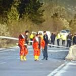 FOTO: Cisternă cu 40 de tone de acid sulfuric s-a răsturnat pe DN1, lâ...