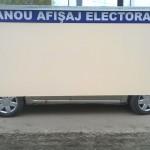 EXEMPLU: La Voineşti, panourile de afişaj electoral sunt neutre ca şi ...