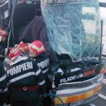 CĂLĂRAŞI: Un mort şi trei răniţi, după ce un autocar a lovit un autoca...