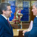 VIZITĂ: Comisarul european pentru cercetare şi inovare sprijină Români...