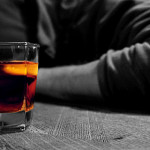 DÂMBOVIŢA: A băut peste măsură, s-a luat la bătaie şi a ajuns după gra...