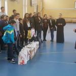 GEST: Rechizite pentru 80 de elevi de la Şcoala Mihai Viteazul din Târ...
