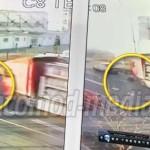 DÂMBOVIŢA: Pieton, lovit în plin de un camion! Traversa prin loc neper...