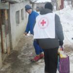 SPRIJIN: Pachete alimentare de la Crucea Roşie pentru 70 de nevoiaşi d...