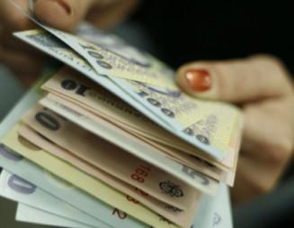 ATENŢIE! Vânzătorii de cosmetice i-au furat banii din casă!