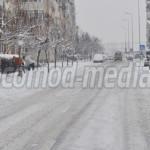 TÂRGOVIŞTE: Peste 150 de oameni acţionează pentru deszăpezirea străzil...