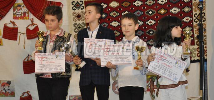 Eduard Petcu - marele câştigător, al doilea din stânga