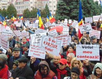 MITING: 10.000 de PSD-işti au ieşit în stradă la Târgovişte să susţină Guvernul Grindeanu