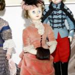 EXPOZIŢIE: Moda franceză în miniatură! Acum, la Muzeul Regiunii Porţil...