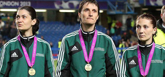 Petruţa Iugulescu, în stânga