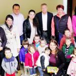 GEST: Copiii şi tinerii din Titu au confecţionat sute de mărţişoare şi...