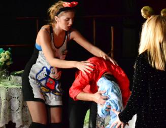 DÂMBOVIŢA: Spectacol de teatru oferit gratuit de Primăria Titu, la Casa de Cultură!