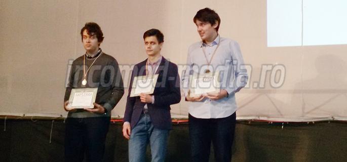De la stânga la dreapta: Cozma Tudor Cristian, Mihalcea Ştefan Andrei şi Neagoe Dan Mircea (Clasa a XI-a)