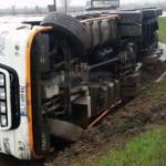 DÂMBOVIŢA: Două accidente rutiere cu TIR-uri pe drumul Târgovişte-Ploi...
