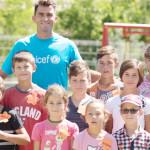 FOTO: Ambasadorul UNICEF Horia Tecău, alături de copiii care au nevoie...