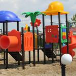 TITU: Primăria a montat noi echipamente de joacă în Parcul Central!