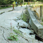 ATENŢIE! Podul din zona Cabanei Căprioara din Bucegi, în pericol de pr...