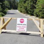 SCANDALOS: Drumul spre zona montană Padina-Peştera, blocat în plin sez...