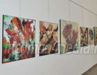 """FOTO: Prima expoziţie de pictură în Galeria de Artă """"Petre Marin Constantin"""" de la Gura Ocniţei"""