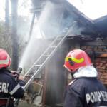 DÂMBOVIŢA: Casă cuprinsă de foc din cauza unui scurtcircuit!
