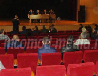 DEZINTERES: Dezbatere despre avizele de securitate la incendiu cu sala aproape goală!