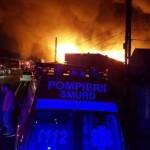 FOTO-VIDEO: Incendiu de proporţii la un service auto de pe DN1! Trafic...