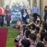 TÂRGOVIŞTE: 4.000 de copii i-au colindat pe edili şi au primit daruri ...