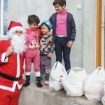 FOTO: Pompierii dâmboviţeni au fost Moş Crăciun pentru copiii nevoiaşi...