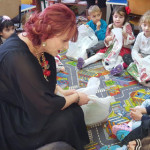 GEST: Deputata Claudia Gilia, mesagera lui Moş Nicolae pentru copiii d...