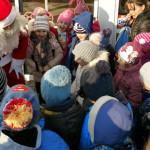 DÂMBOVIŢA: Pompierii îl ajută pe Moş Crăciun să împartă daruri copiilo...