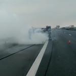 VIDEO: O maşină a luat foc în timpul deplasării pe Autostrada Bucureşt...