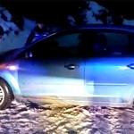 DÂMBOVIŢA: Soţ, soţie şi copil de 4 luni au rămas în zăpeziţi pe drumu...