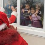 SĂRBĂTOARE: Moş Crăciun a sosit cu daruri pentru copiii din Răcari