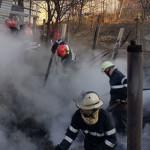 DÂMBOVIŢA: Incendiu la Valea Voievozilor! Doi bătrâni au fost transpor...