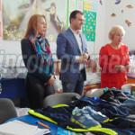 FOTO-VIDEO: 53 de copii din Răzvad şi familiile lor au primit ajutoare...